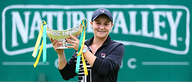 Ash Barty with the Nature Valley Classic trophy