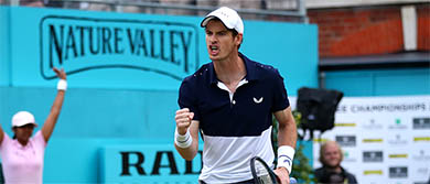 Murray roars after winning his first round doubles match